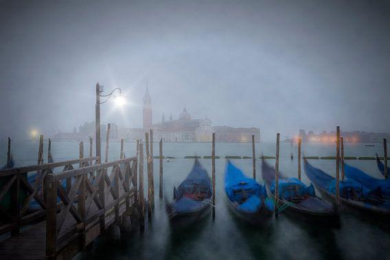 VENICE Gondolas in the Mist van Melanie Viola