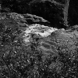 Waterval in Skaftafell van Louise Poortvliet
