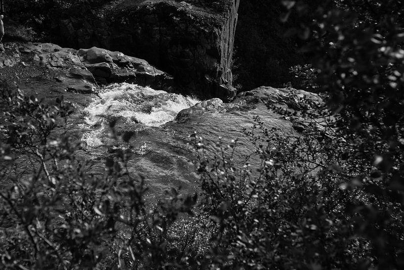 Waterfall in Skaftafell National Park sur Louise Poortvliet