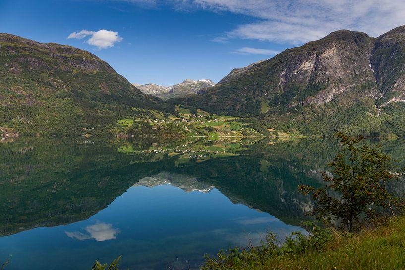 Reflecties aan het water, Noorwegen van Adelheid Smitt
