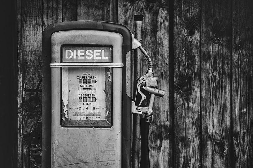 Oude benzine pomp van Maikel Brands