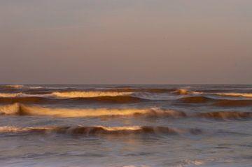 Bewegende golven in de branding van Henk van den Brink