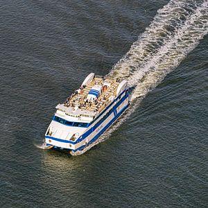 Drieluik 1/3 - Aankomst boot Vlieland van Roel Ovinge