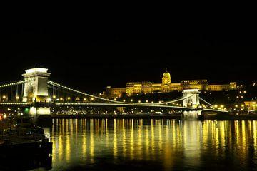 De Kettigbrug en het kasteel in Boedapest  van Jordi Woerts