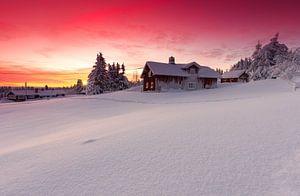 Prachtig avondrood na zonsondergang in Noorwegen