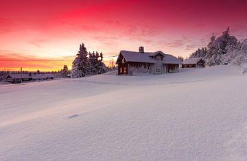 Prachtig avondrood na zonsondergang in Noorwegen van
