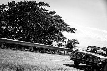 voiture cubaine en noir et blanc sur Tonny Visser-Vink