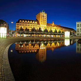 Leipzig - Kroch wolkenkrabber en operagebouw aan de Augustusplatz van Frank Herrmann