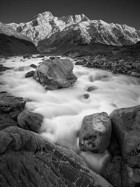 Hooker River Boulders (B&W) van Keith Wilson Photography