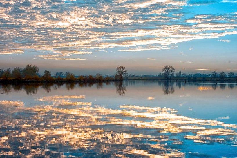 De wolken in het water van ir dimensions