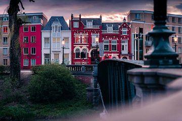 Het rode huis bij de brug in Den Bosch van Bart Geers
