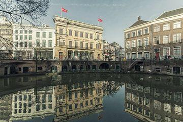 Oudegracht Utrecht met de Winkel van Sinkel en de Bloemkelder (1) van De Utrechtse Grachten