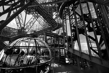 Eiffelturm (innen) von Bert-Jan de Wagenaar