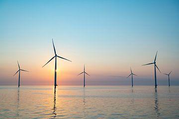 Offshore-Windkraftanlagen produzieren Strom von Sjoerd van der Wal