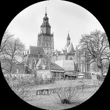 Stadsgezicht op Zutphen, met de Sint Walburgiskerk. van Gert Hilbink