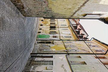 Oud straatje in Ljubljana Slovenie van