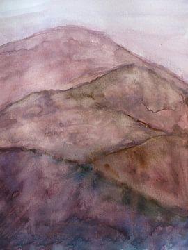 Neblige rosa Berge von Ineke de Rijk