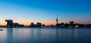 Skyline Rotterdam met Euromast van