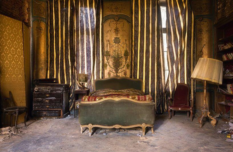 Verlaten Slaapkamer. van Roman Robroek