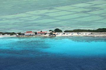 Bonaire, White Slave met de oude zoutwerken. van Silvia Weenink
