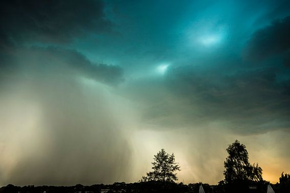 Storm en regen in de verte