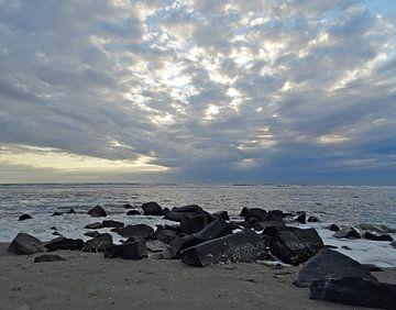 Zee. zand, steen,wolk,water 2: Noordzee Ameland van