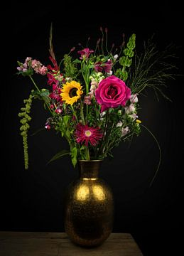 Stilleven kleurrijk boeket bloemen in vaas