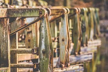 Oude verroeste industrie machines van Fotografiecor .nl