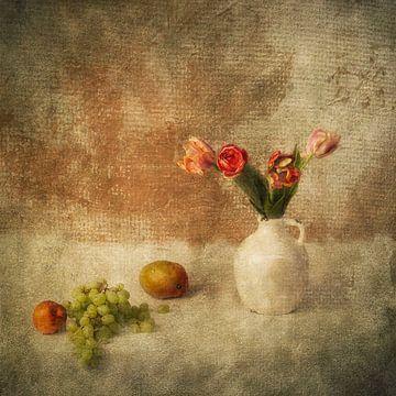 Stilleven met Tulpen en fruit van Guna Andersone