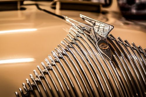 Chrysler grille met baleinen en hood ornament