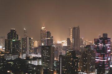 Die Skyline von Bangkok bei Nacht von Bart van Lier