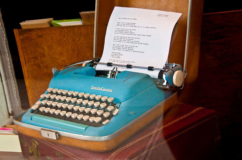 poem on a typewriter van Jacintha Van beveren