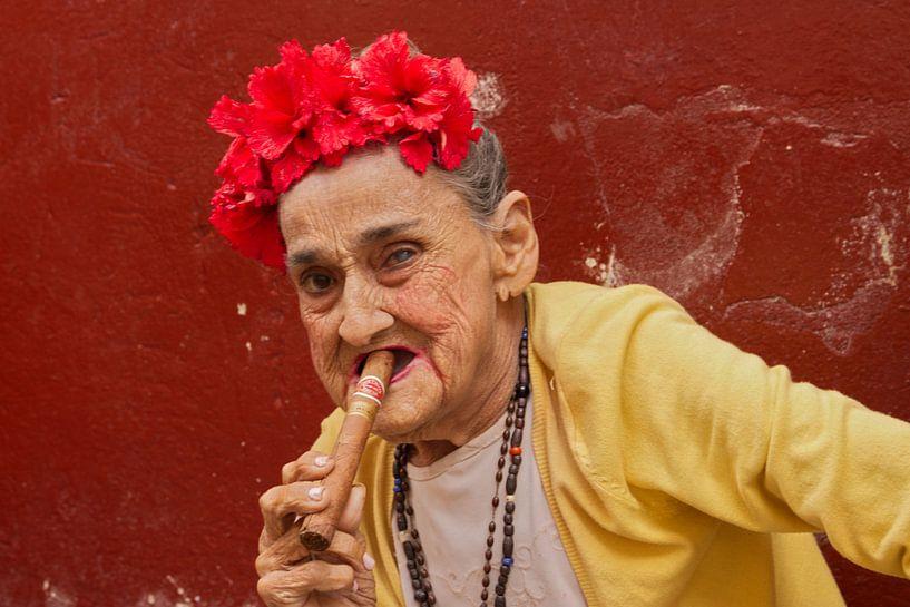 Kubanische Frau mit Zigarre von arte factum berlin