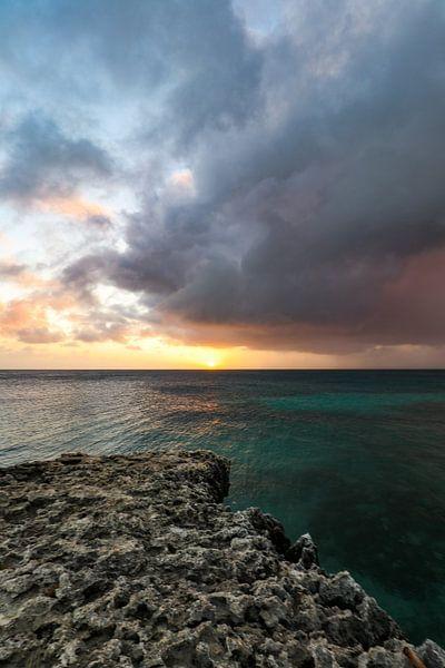 Coucher de soleil impressionnant le long de la côte nord d'Aruba sur Arthur Puls Photography
