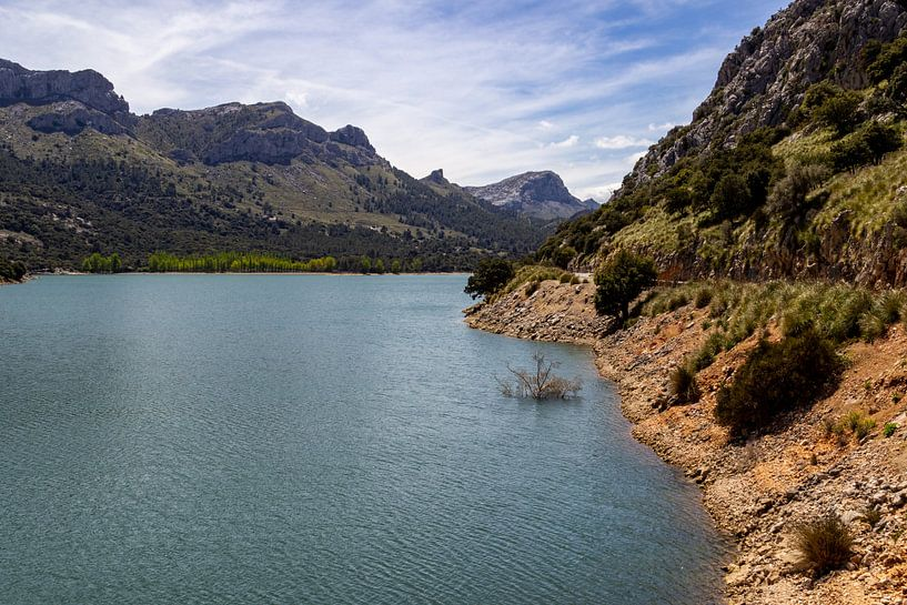 Gorg Blau stuwmeer op het Baleareneiland Mallorca, Spanje van Reiner Conrad