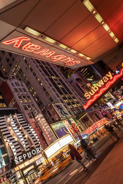 New york -  licht reclame Time Square van Erik van 't Hof