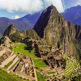 panoramisch uitzicht op Machu Picchu, Peru van Rietje Bulthuis