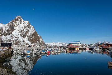 Noorwegen kleine haven op de Lofoten van Maik Richter