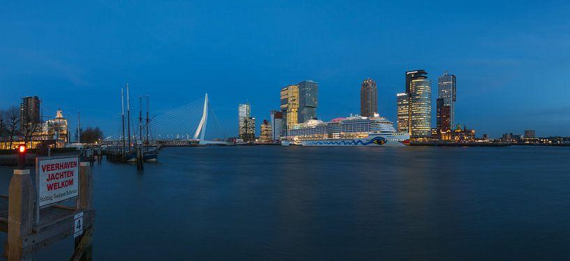 Het cruiseschip AIDA Prima in Rotterdam van MS Fotografie | Marc van der Stelt