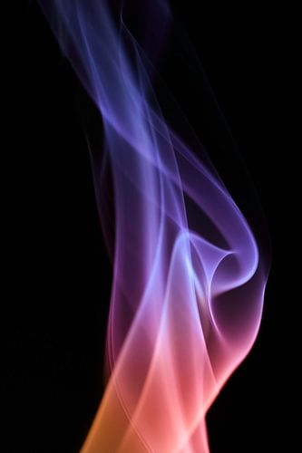 Beautiful Smoke on a black backdrop. van Robert Wiggers