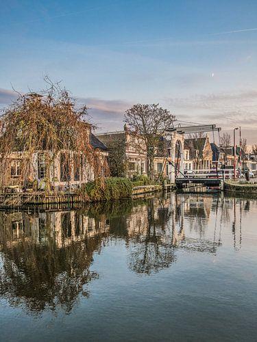 De oude binnenhaven van het Friese stadje Makkum van Harrie Muis
