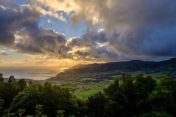 Beautifull sunset in the Azores von Yolande Tump