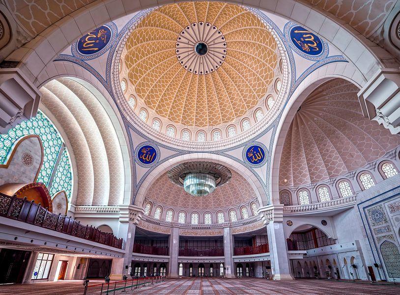 Prachtige moskee in Kuala Lumpur van Roy Poots
