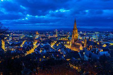 Duitsland, Stadslichten en skyline van Freiburg im Breisgau van boven van Simon Dux