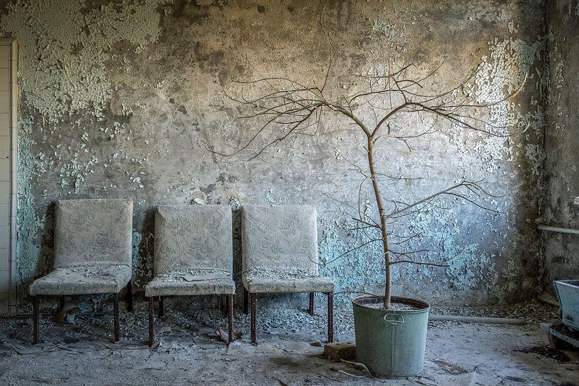Wachthoekje in het Pripyat hospital МСЧ-126 van Karl Smits