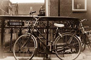 Fiets op de visbrug in Dordrecht. van