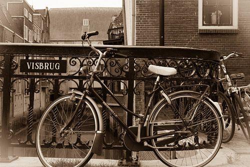 Fiets op de visbrug in Dordrecht.