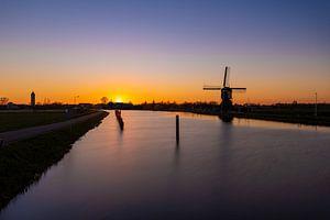 Hollandse windmolen bij zonsondergang van Maikel Brands