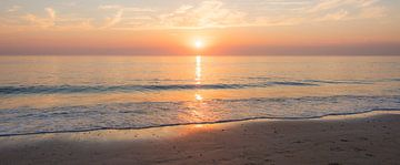 Panorama einer fast Calm Strand von Alex Hiemstra