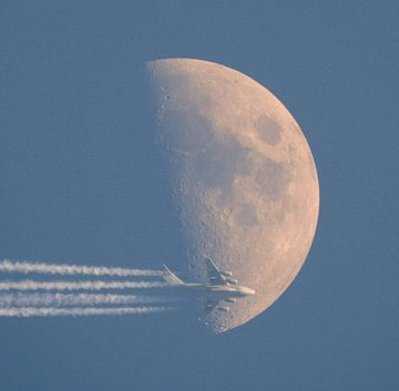 Flying To The Moon van